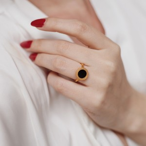 Minimal ring vintage