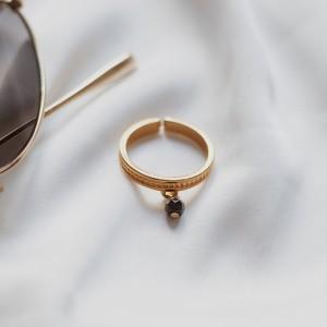 Minimal gold ring