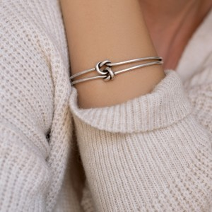 Knot cuff