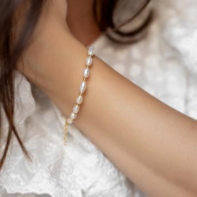 Gold pearls bracelet